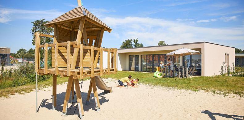 RCN-de-Schotsman-Veerse-Meer-Zeeland-speeltuin-bij-bungalows (12)