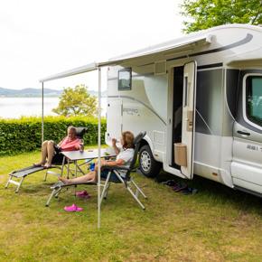 RCN-Laacher-See-camping-Eifel-kampeerplaats-uitzicht-recreatiemeer-camper (1)