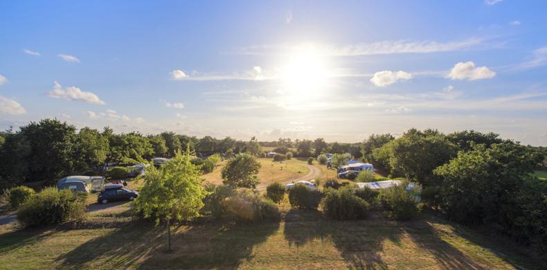 RCN-camping-la-Ferme-du-Latois-kampeerveld