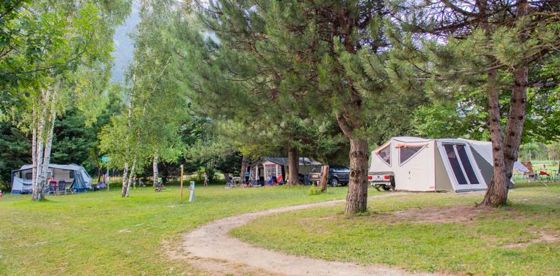 RCN-Belledonne-camping-in-de-Franse-Alpen-kampeerveld