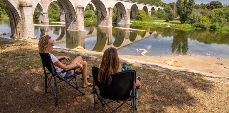 RCN-la-Bastide-en-Ardeche-camping-aan-de-rivier-de-Ardeche-strandje-aan-de-rivier (1)