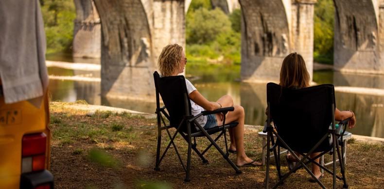 RCN-la-Bastide-en-Ardeche-camping-aan-de-rivier-de-Ardeche-strandje-aan-de-rivier (2)