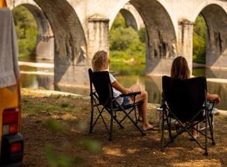RCN la Bastide en Ardèche | Stellplätze mit Flussansicht