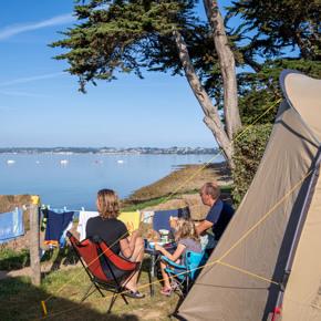 RCN-Port-L'Epine-camping-in-Bretagne-kampeerplaats-met-zeezicht (2)