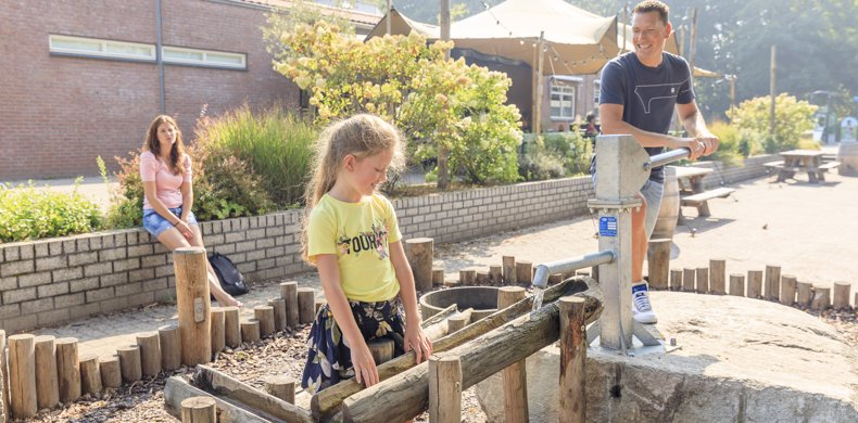 RCN-Vakantiepark-het-Grote-Bos-Utrechtse-Heuvelrug_waterspeelplaatsje (4)